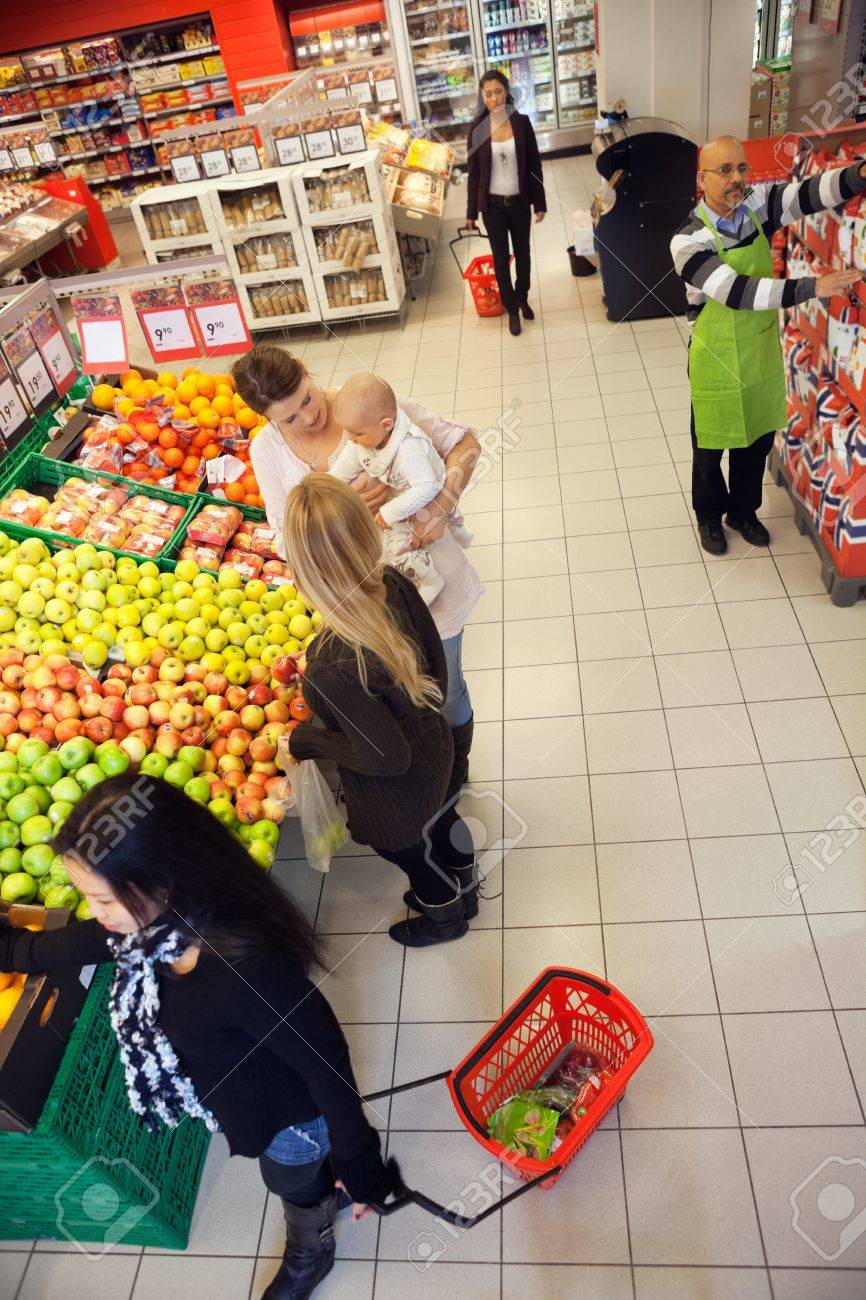 People Shopping In A Supermarket Stock Photo - 16661013