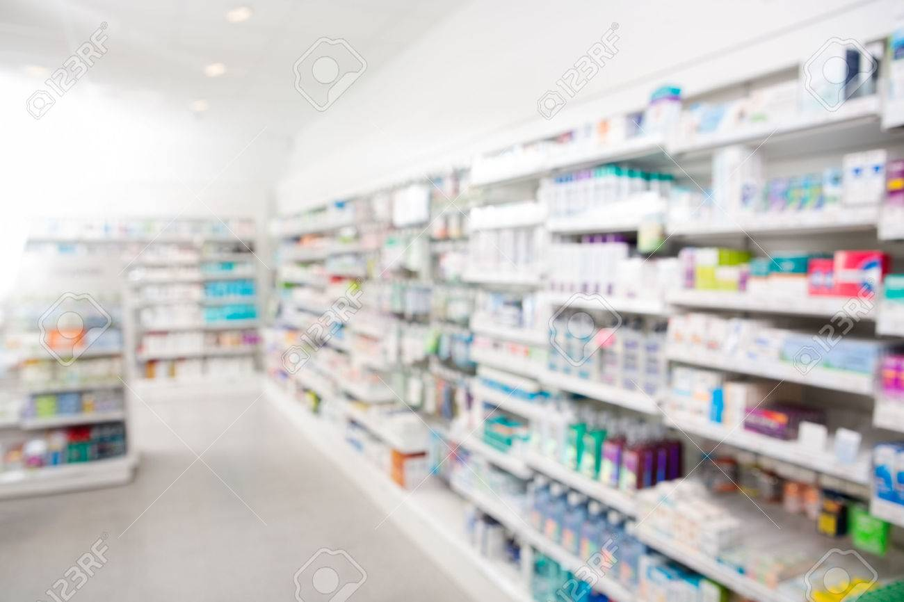 Farmaci disposti in scaffali in farmacia Archivio Fotografico - 44323995