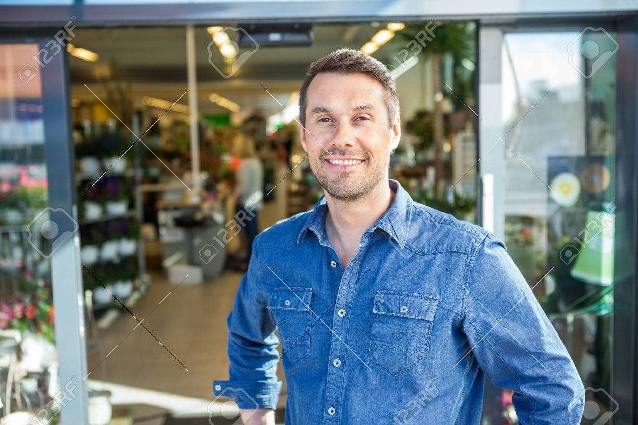 Portrait of confident man standing outside flower shop Standard-Bild - 46945757