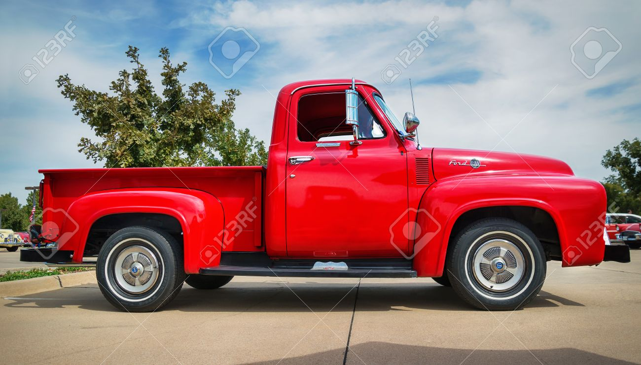 Westlake Texas October 17 2015 Side View Of A Red 1955 Ford F100 Wheels Stock Photo F 100 Pickup Truck Classic Car