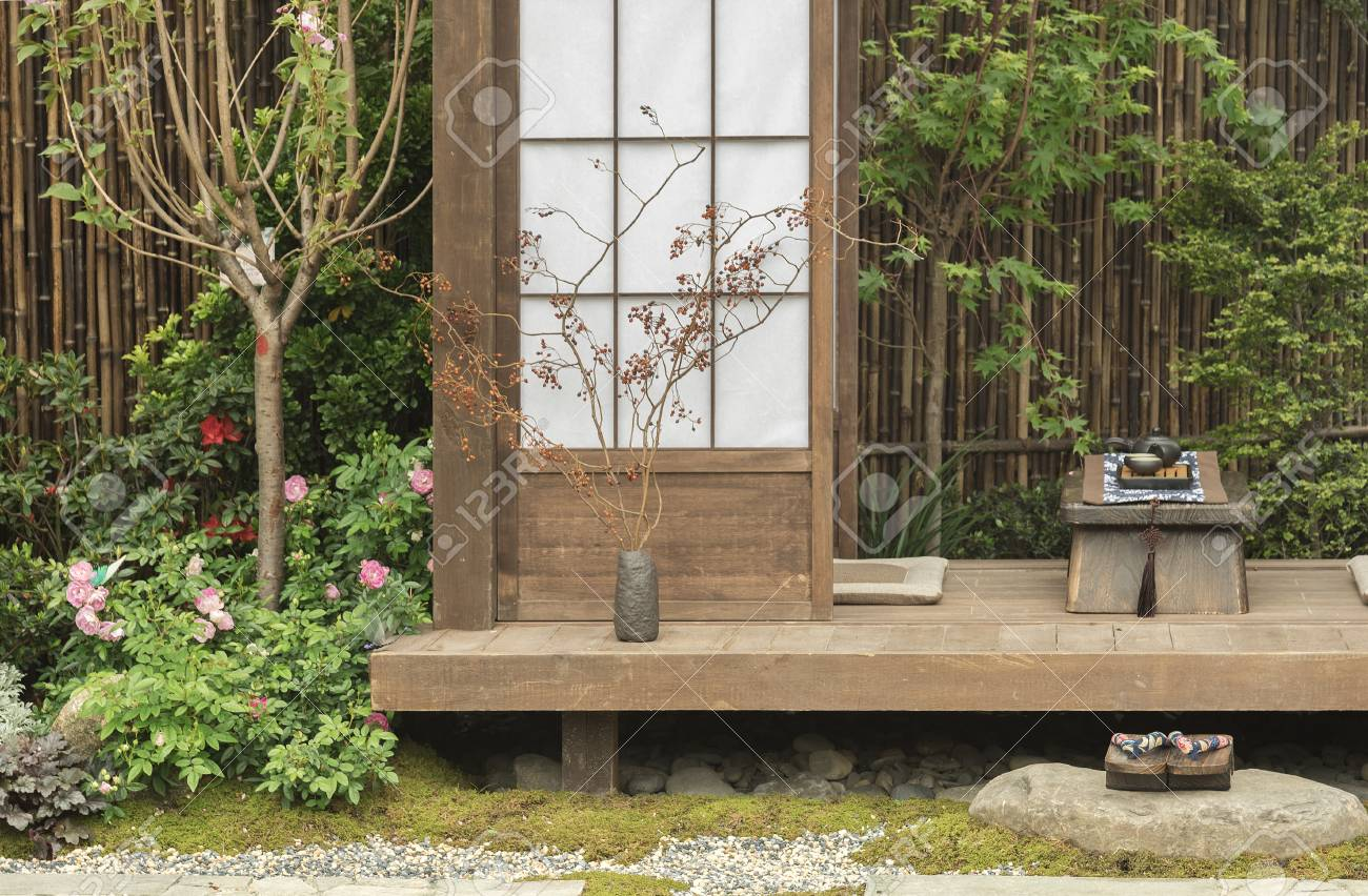 Japanese house and garden - 94384939