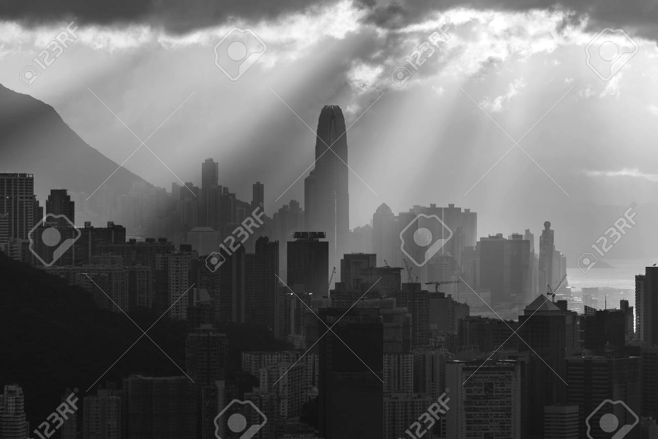 Silhouette of skyline of Hong Kong city with sun ray under sunset - 109171495