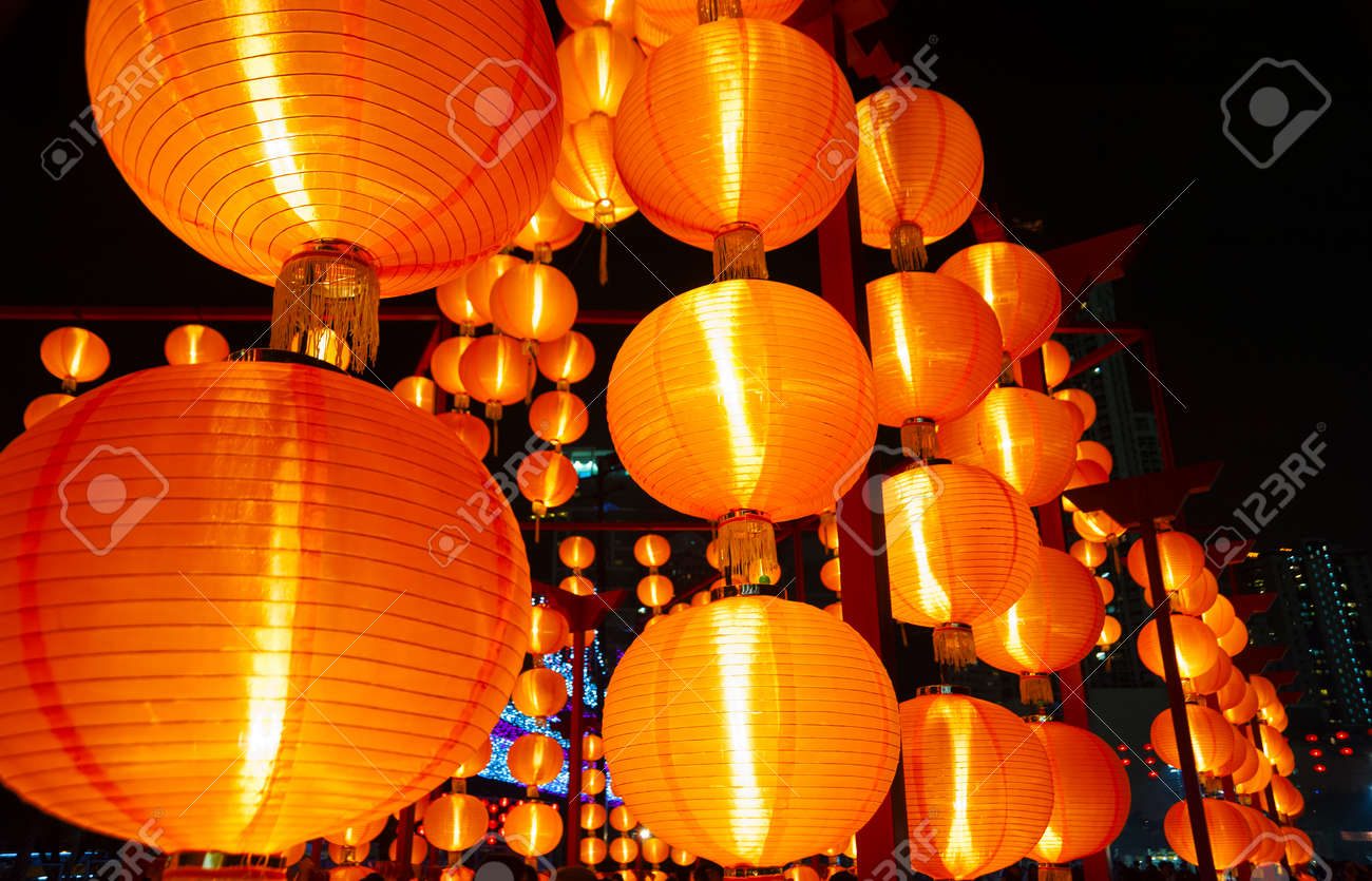 Red Chinese lantern for mid autumn festival - 171283549