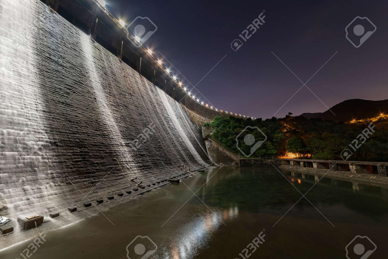 Night scenery of dam in Tai Tam reservoir, Hong Kong - 171283968