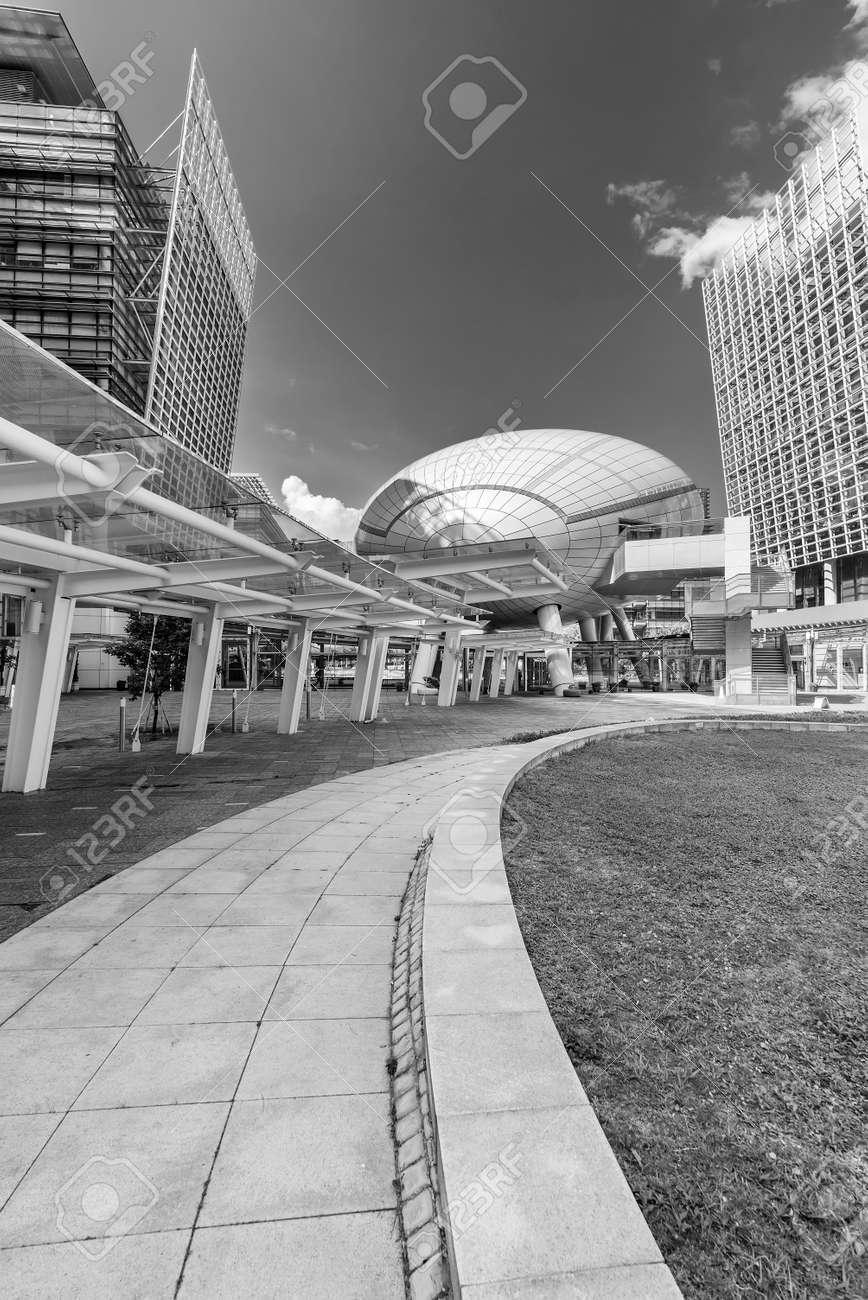 Modern office building in Hong Kong city - 171284043