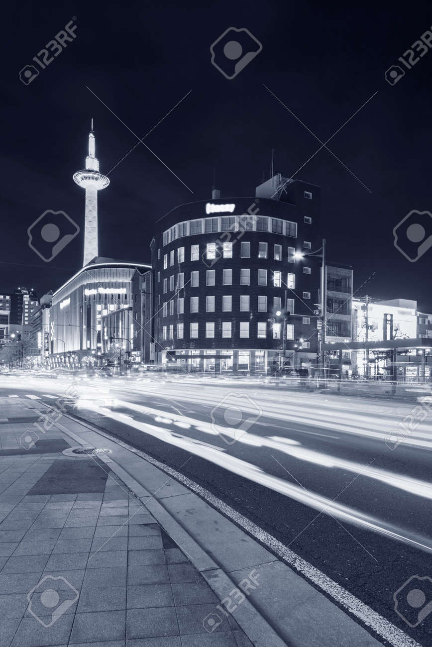 Traffic in downtown of Kyoto city, Japan at night - 171895176