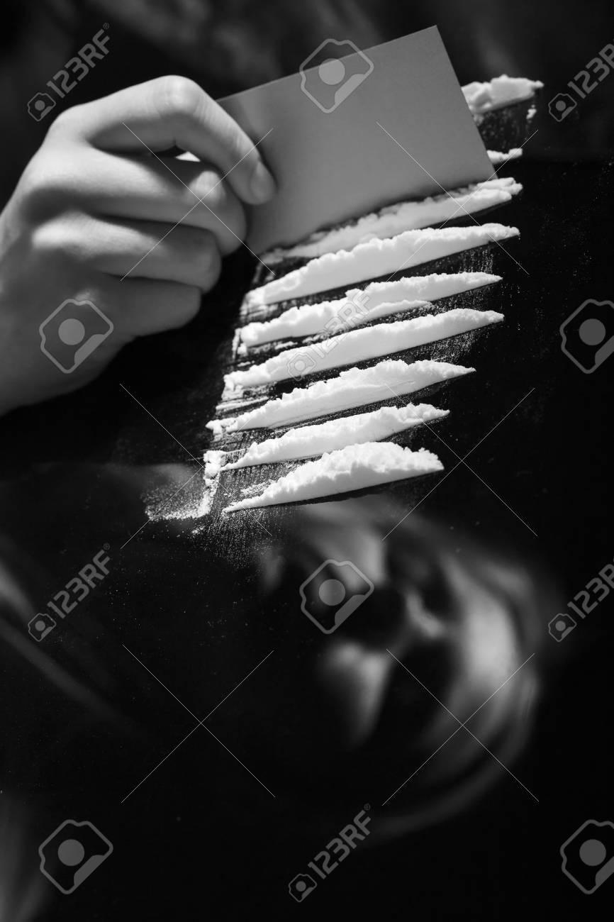 Bevorzugt Kokain Oder Anderen Mit Karte Auf Spiegel Schneiden Drogen Mit MM44