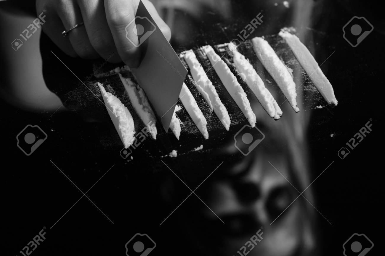 Fabulous Kokain Oder Anderen Mit Karte Auf Spiegel Schneiden Drogen Mit FP91