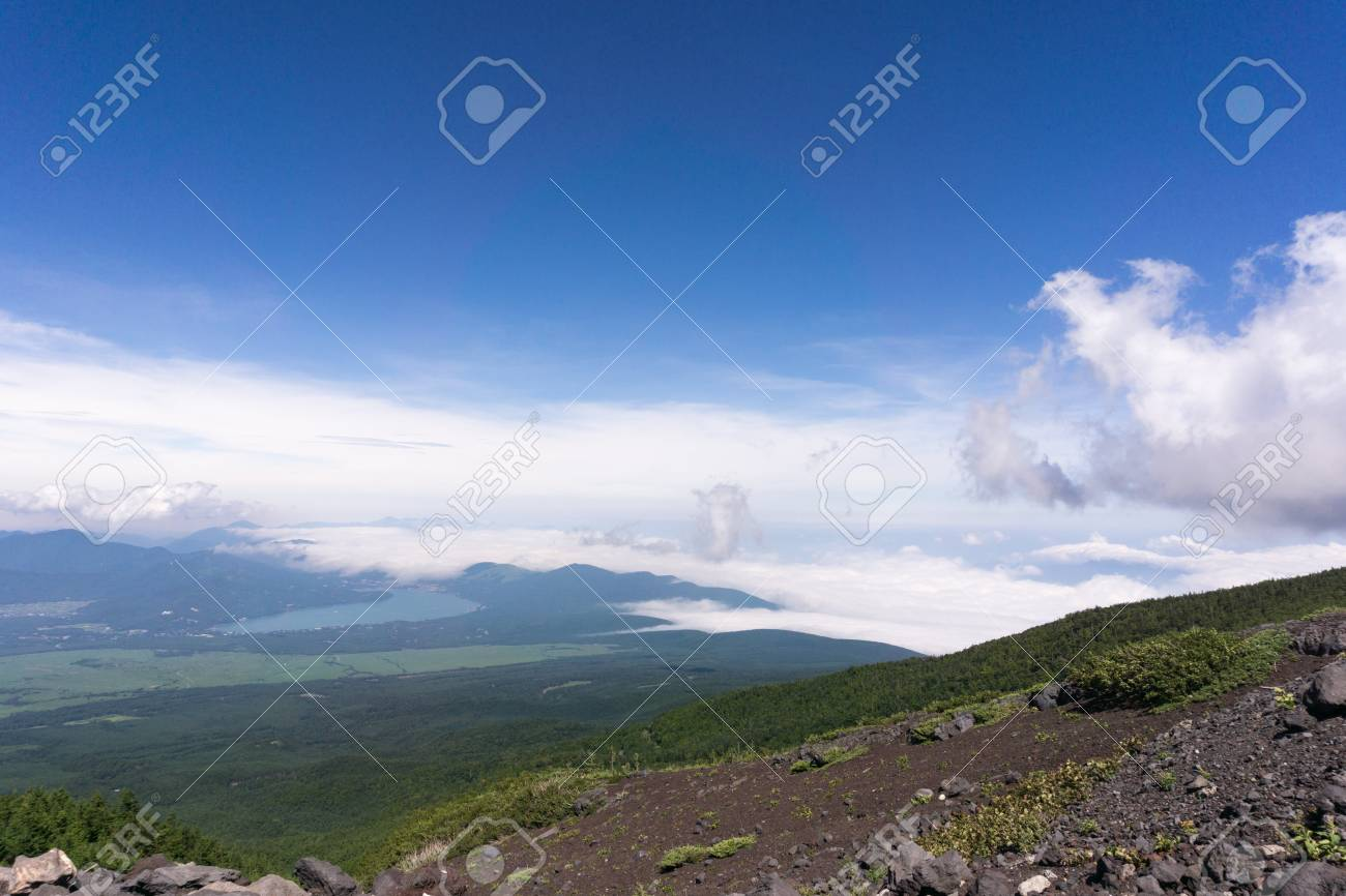 fff7b74f2 Monte Fuji, Japón subiendo desde el rastro Yoshida. Vista del Monte Fuji  Kawaguchiko y faldas.