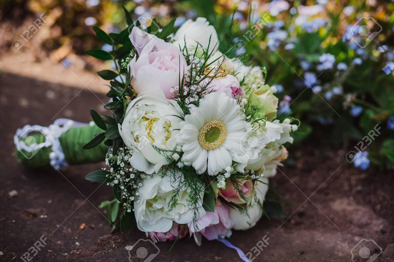 Brautigam Blumen Hochzeit Braut Ringe Lizenzfreie Fotos Bilder Und