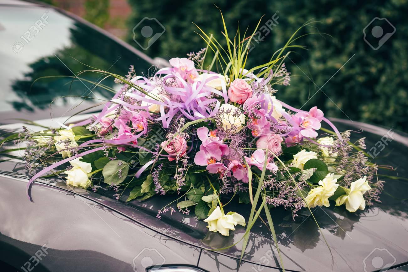 Hochzeit Blumen Auto Ringe Hande Lizenzfreie Fotos Bilder Und Stock