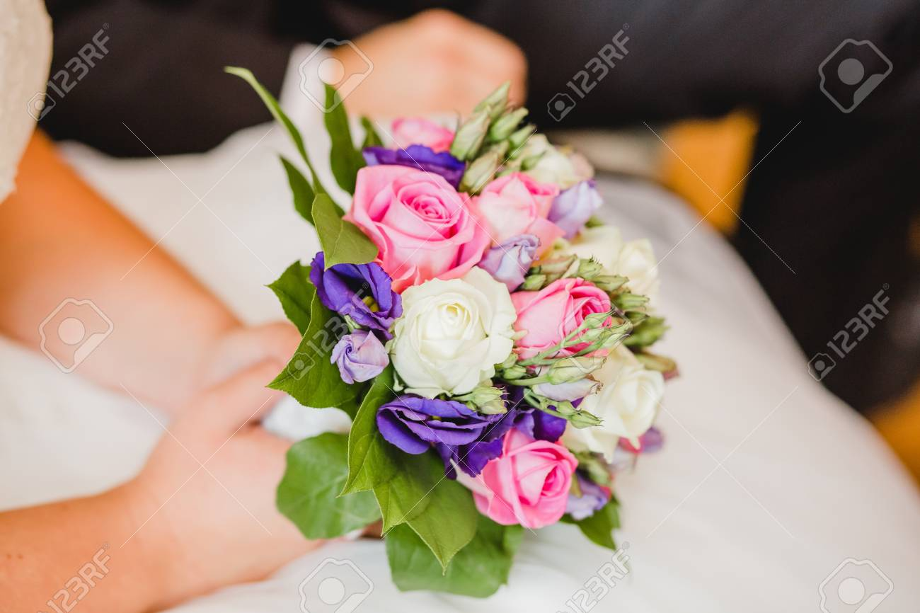 Hochzeitsblumen Brautstrauss Und Ringe Lizenzfreie Fotos Bilder Und