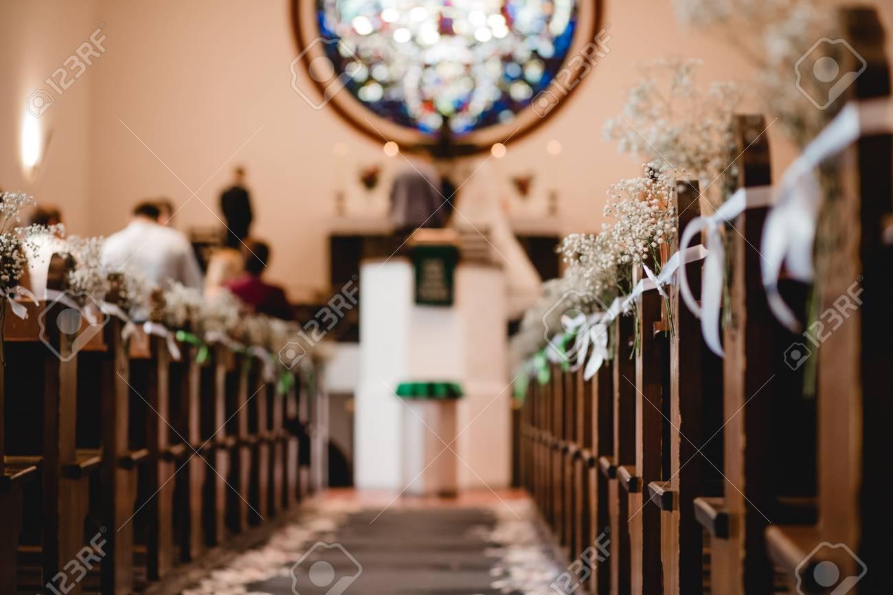 Kirche Hochzeit Zeremonie Blumen Dekor Lizenzfreie Fotos Bilder Und Stock Fotografie Image 93701791