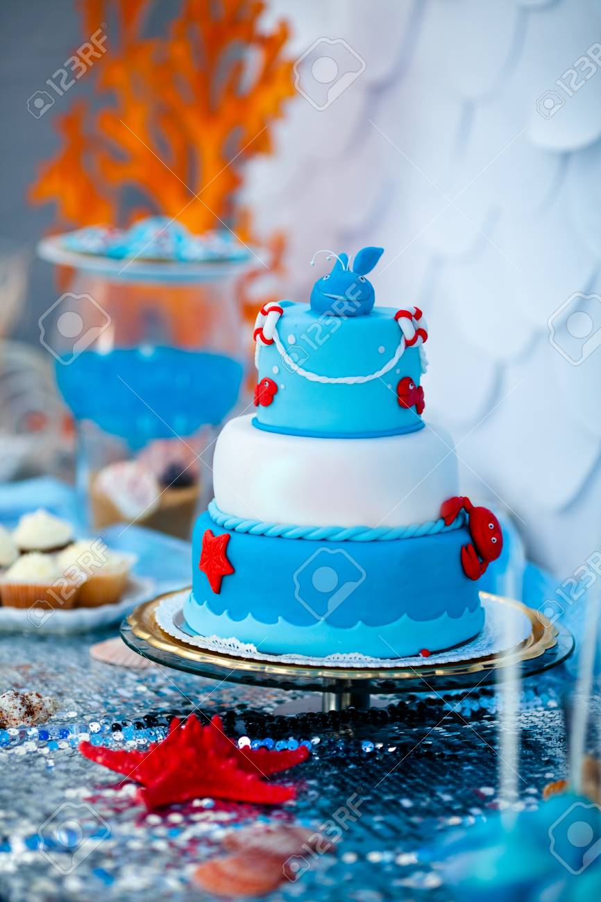 Sensational Huge Blue And White Birthday Cake With Sweet Crab Fish Starfish Funny Birthday Cards Online Chimdamsfinfo