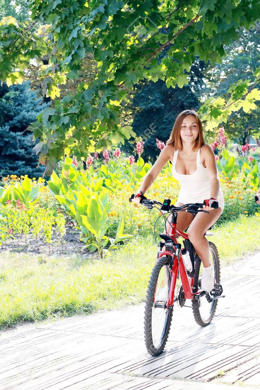 edet-na-velosipede-i-konchaet