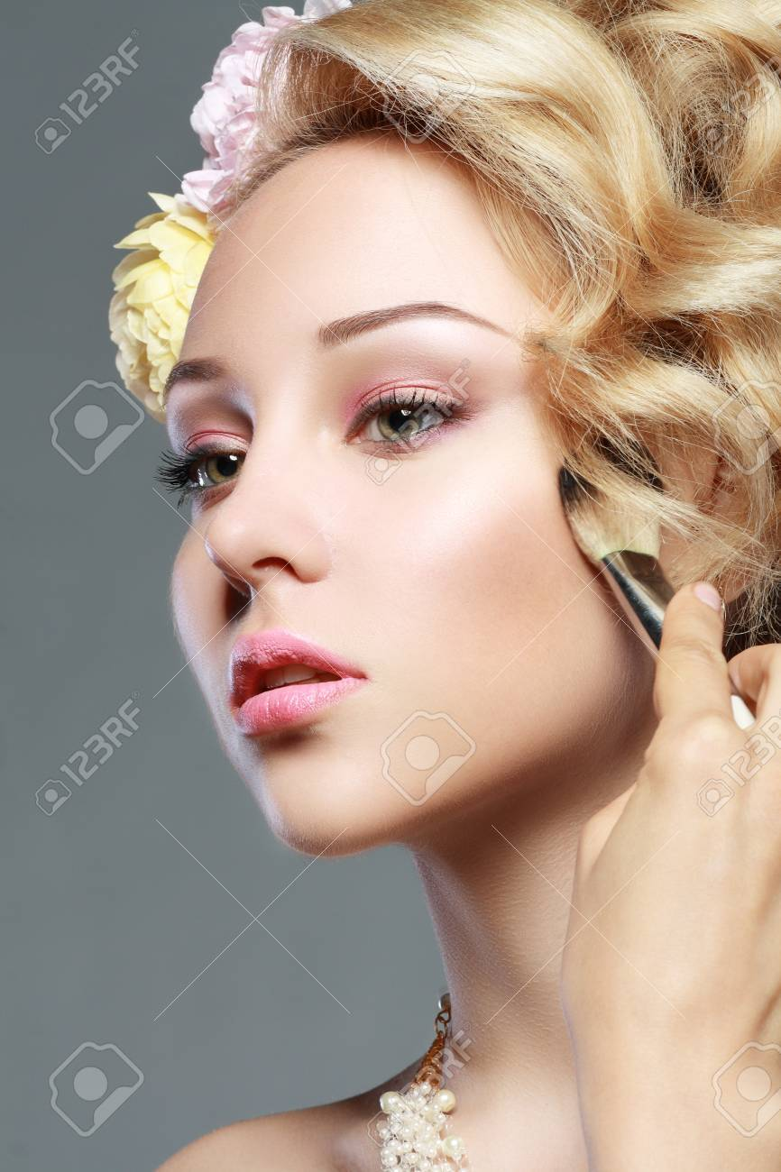Stock Photo Woman With Pink Lips Applying Bronzer To Cheeks Woman With Pink  Lips Applying Bronzer