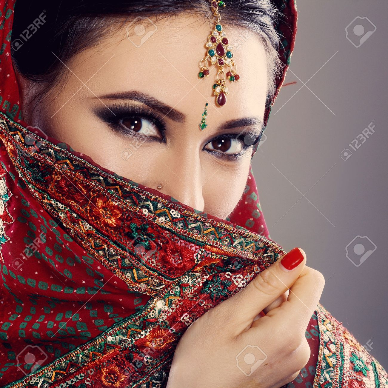 Indian beauty face close up beautiful eyes with perfect make up wedding Stock Photo - 38423392