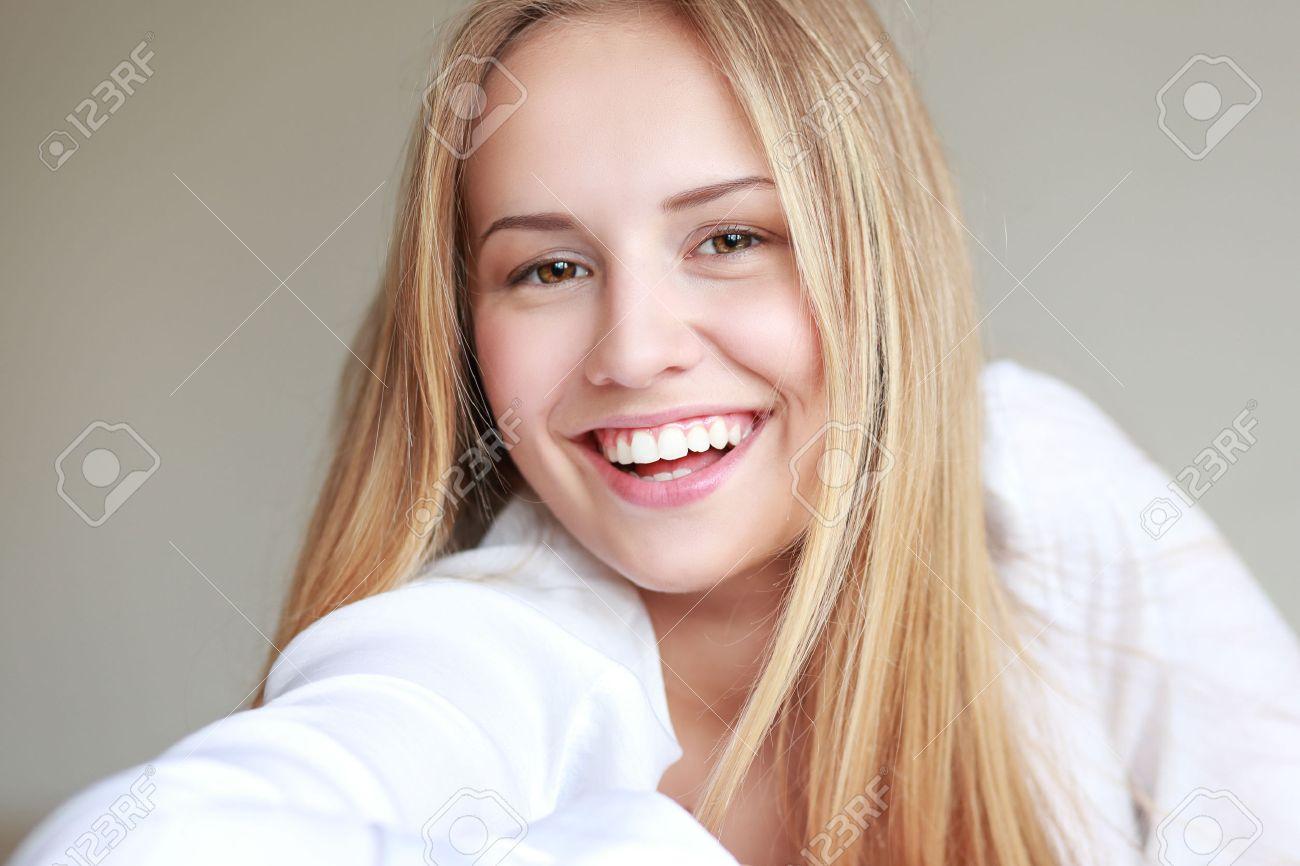 Headshot Of Beautiful Teen Girl Smiling With Big Toothy Smile Stock Photo 42481521