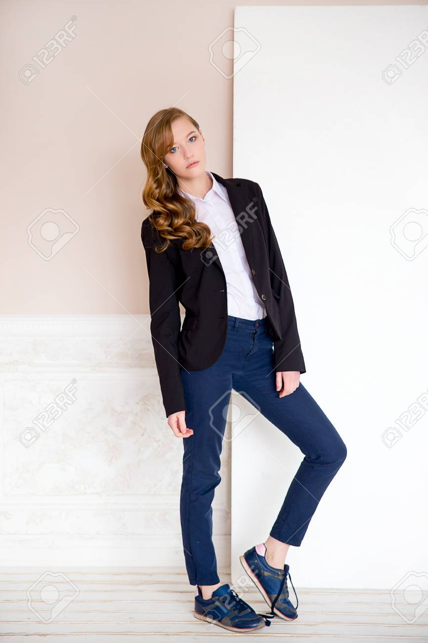 aesthetic appearance website for discount temperament shoes the girl in a black jacket, a white shirt and blue jeans poses..