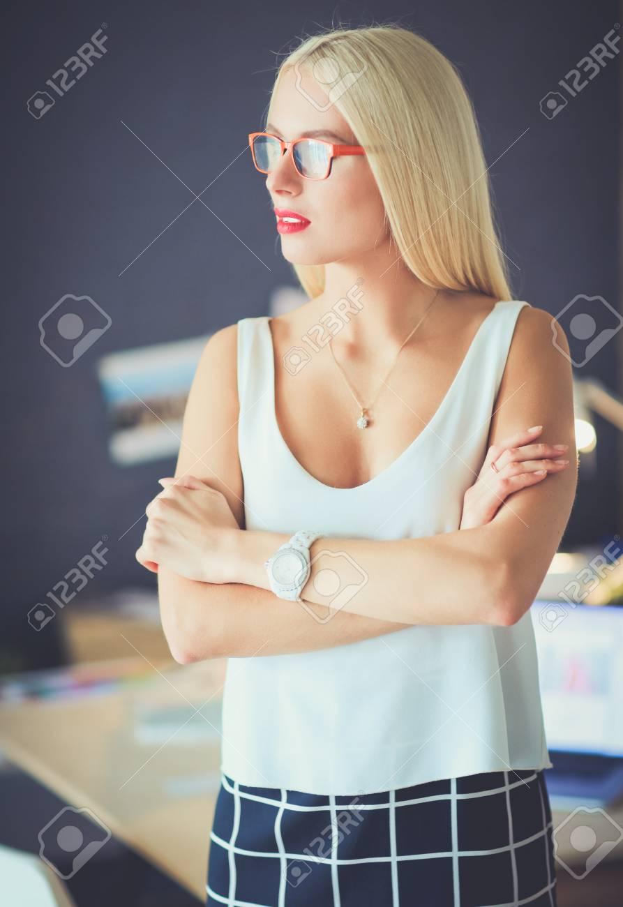 sexy-mature-lady-business-executives-dumb-ass-girl