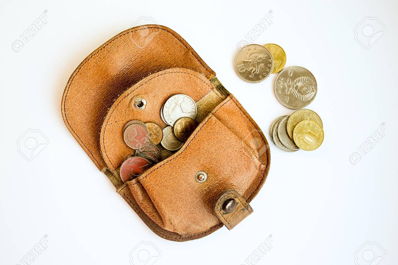 Ancien porte-monnaie avec des pièces qui