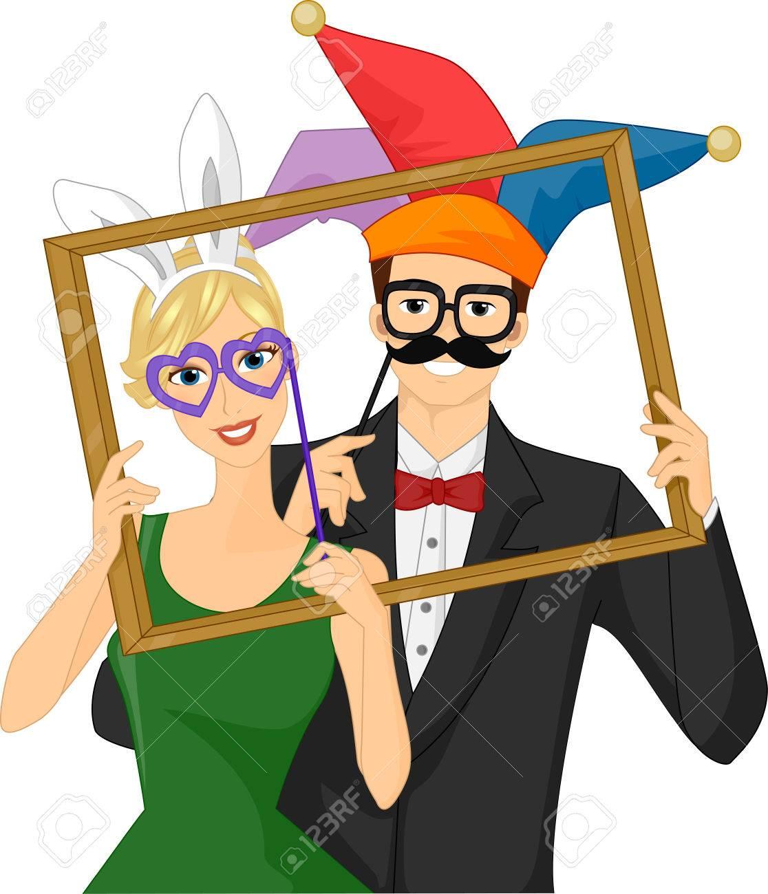 フレームを保持しているカップルを着て風変わりなプリクラの小道具の