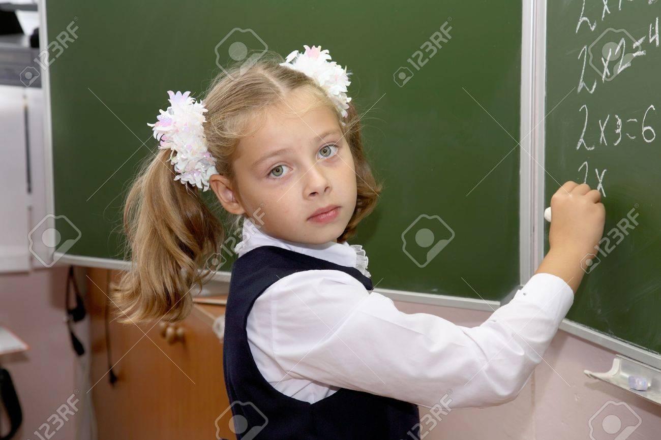 Фото девочка на уроке 4 фотография