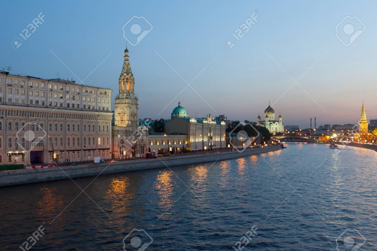 ussia, Moscow, night view of the Moskva River, Bridge and the Kremlin  Stock Photo - 17742004