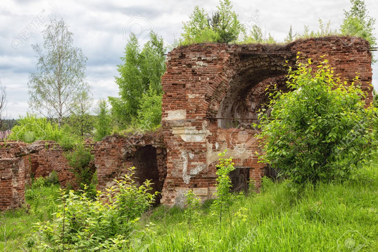 82259471-ruins-of-an-old-brick-building-