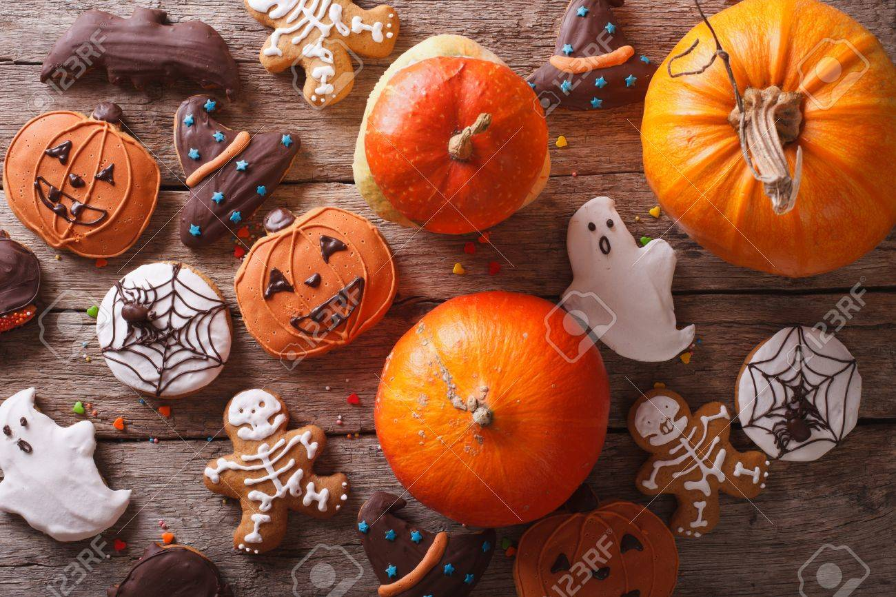 Beautiful gingerbread for Halloween and fresh pumpkin on the table. horizontal view from above - 45464184