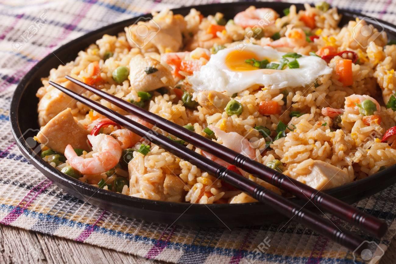 Indonesische Küche | Indonesische Kuche Nasi Goreng Mit Huhn Garnelen Und Gemuse Close