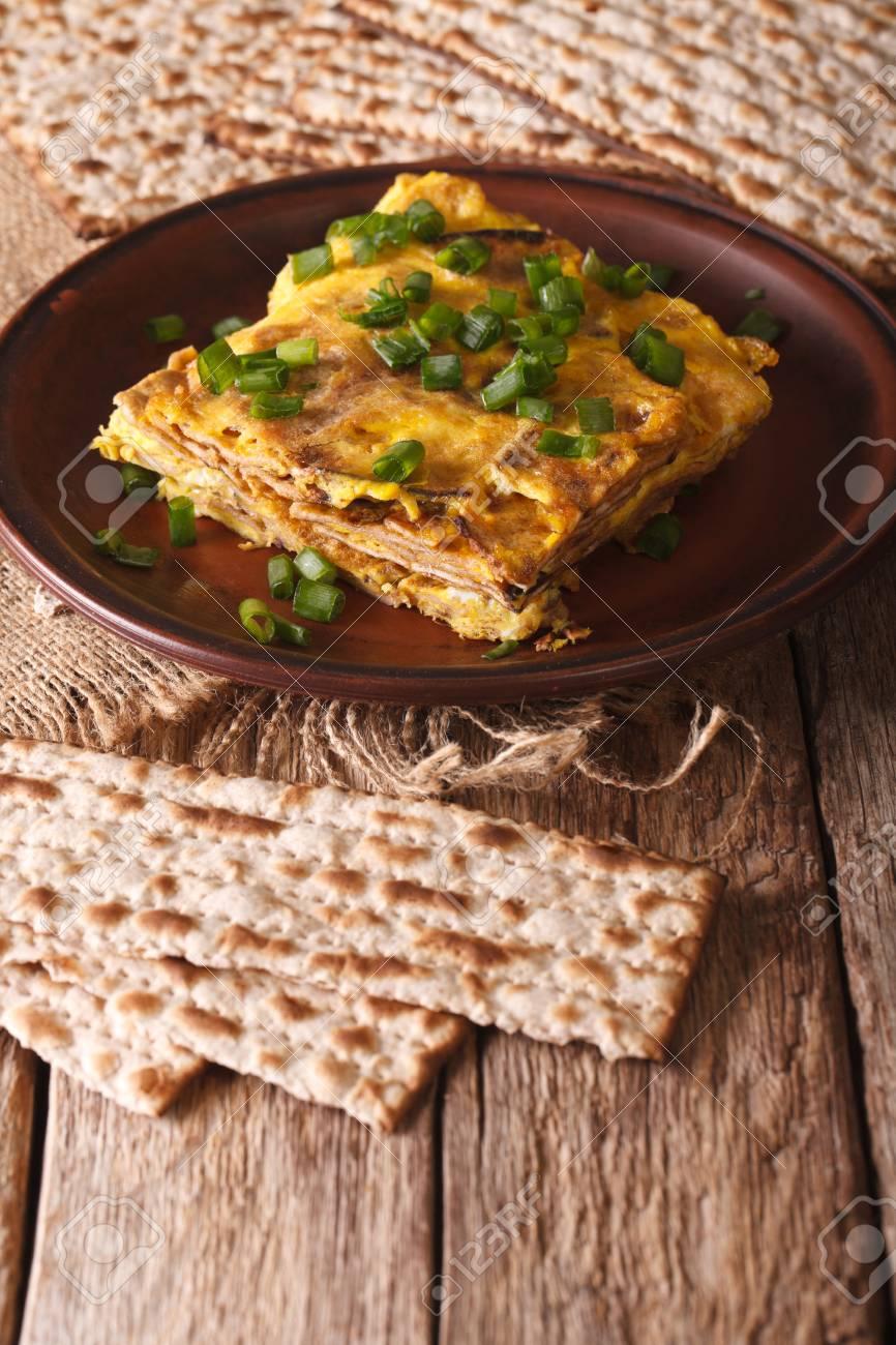Jüdische Omelett: Mazza Brei Mit Grünen Zwiebeln Close-up Auf Einem ...