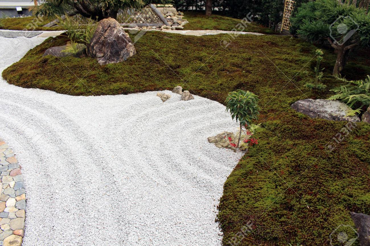 The Japanese Zen Garden At Hase-dera Or Hase-Kannon Temple Complex ...