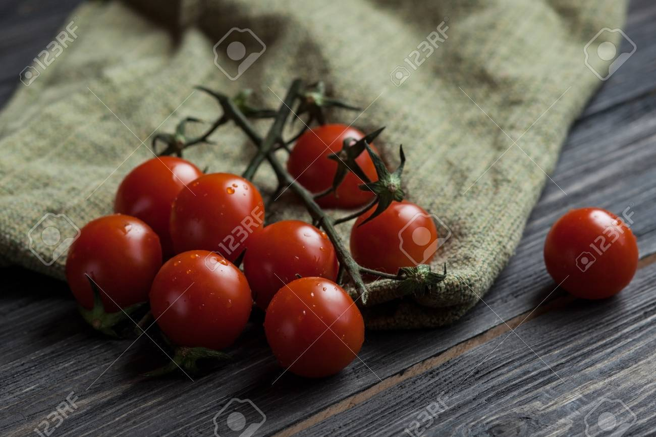 Close Up Washed Ripe Cherry Tomatoes Over A Green Kitchen Towel