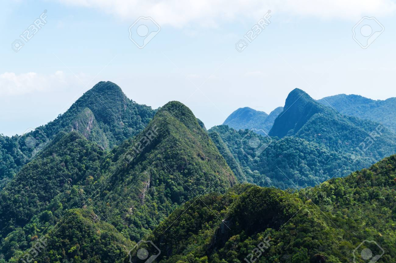 https://previews.123rf.com/images/leonidsorokin/leonidsorokin1804/leonidsorokin180400234/100348731-mountains-and-jungle-on-tropical-island-in-asia.jpg