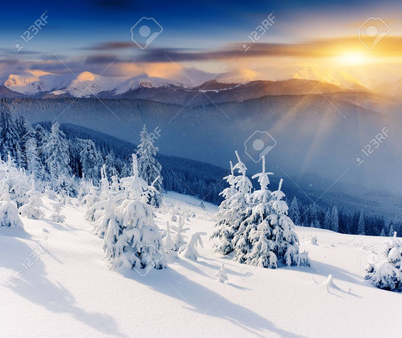 Majestic sunset in the winter mountains landscape. Dramatic sky. - 30262404