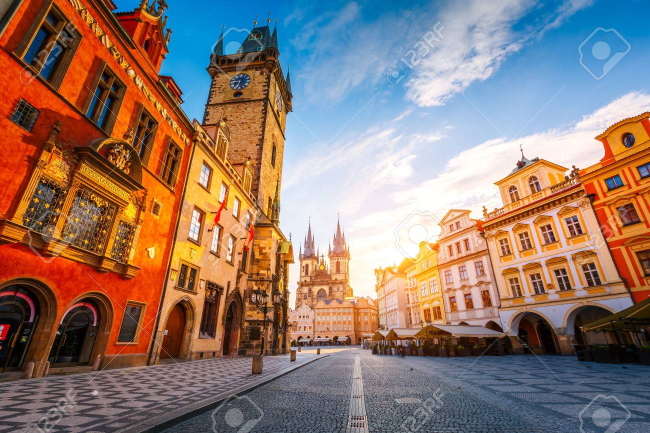 Fantastic view of the town Hall and Temple of Our Lady before Tyn in sunlight at dawn. Dramatic scene. Location famous place (unesco heritage) square on Prague, Czech Republic, Europe. Beauty world. - 81501808