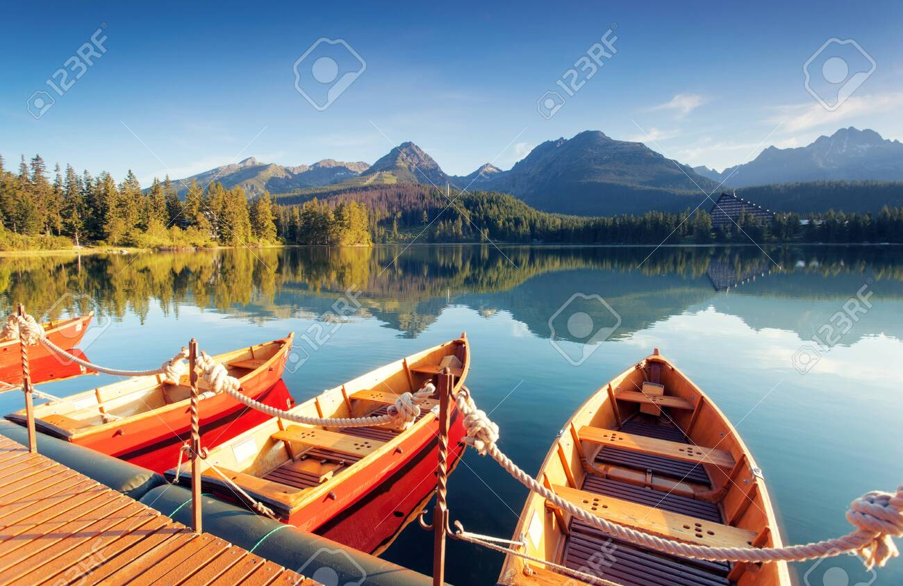 Beautiful mountain lake in National Park High Tatra. Location Strbske pleso, Slovakia, Europe. Amazing landscape of popular tourist attraction. Summer scene. Discover the beauty of earth. - 147222996
