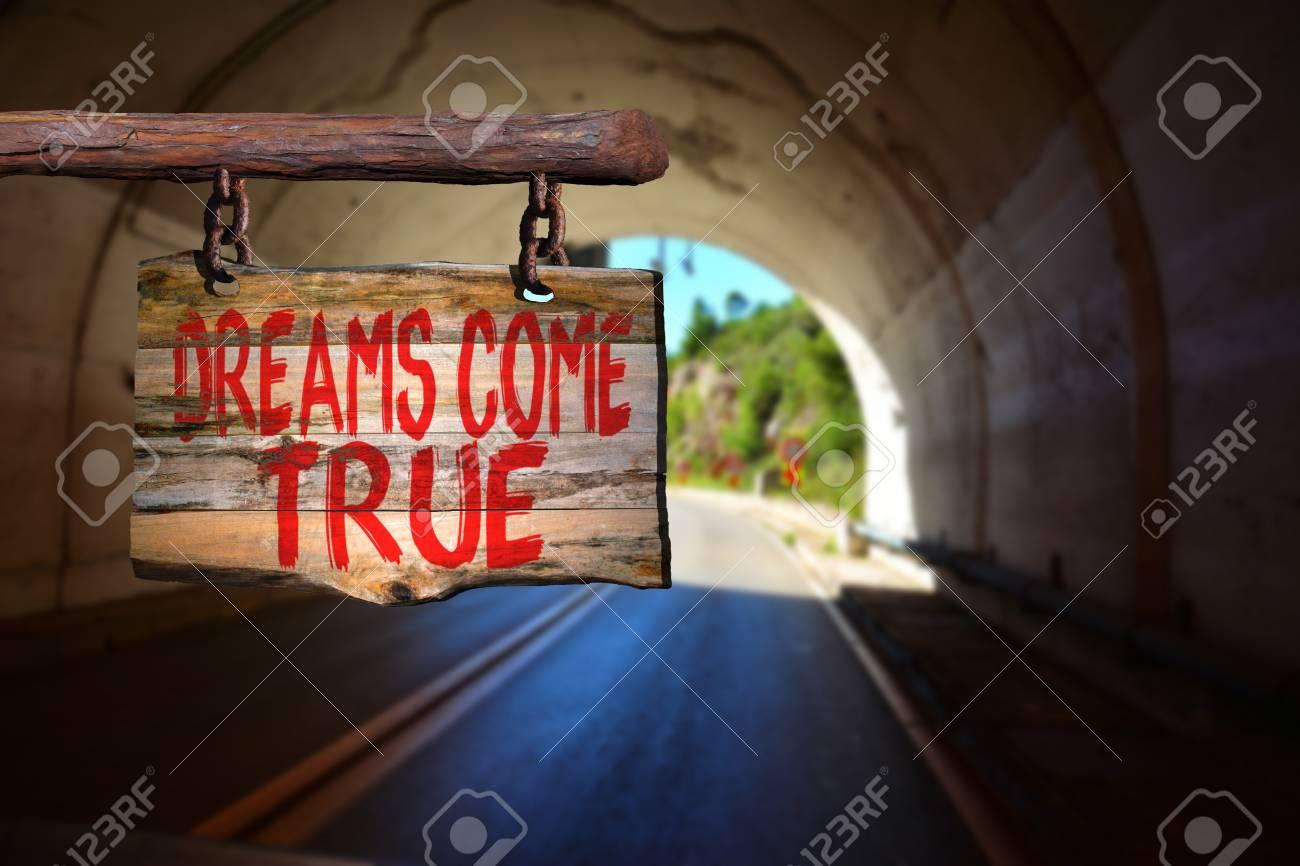 Los Sueños Se Hacen Realidad Signo Frase De Motivación En La Madera Vieja Con El Fondo Borroso