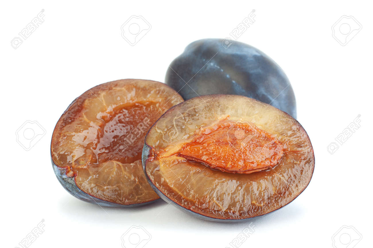 Blue plum fruit closeup isolated on white - 140804593