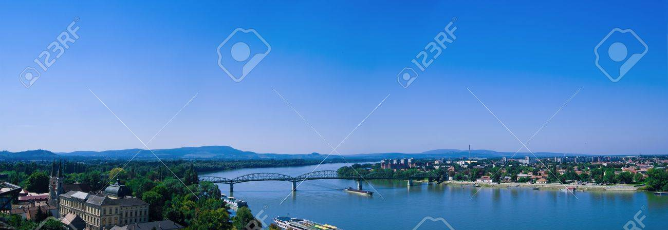 The Danube curve  - view from hilltop at Esztergom, Hungary Stock Photo - 10576728