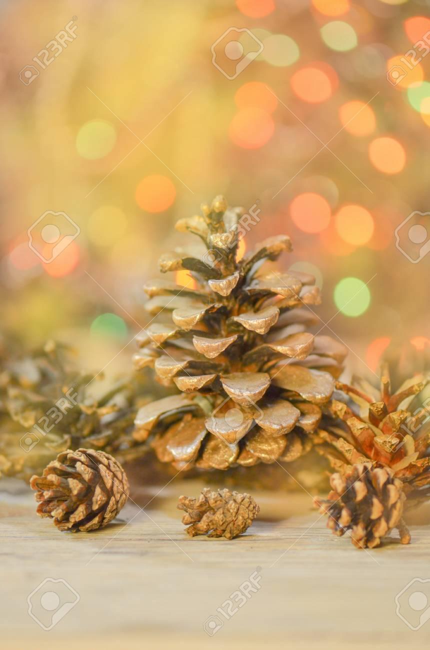 Weihnachtsbeleuchtung Tannenzapfen.Stock Photo