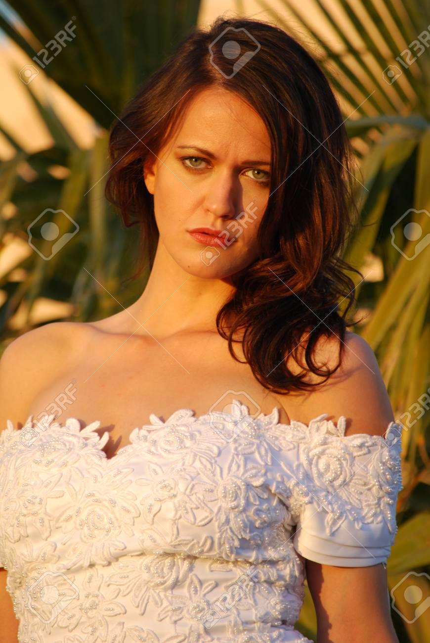 Beautiful bride in evening light Stock Photo - 16642822