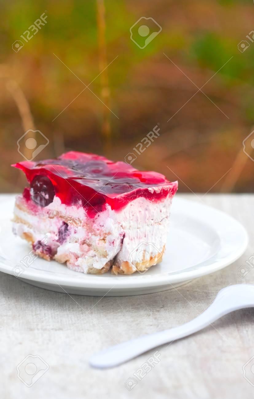 Sehr Susse Kuchen Mit Kirschen Biskuit Und Marshmallow Lizenzfreie