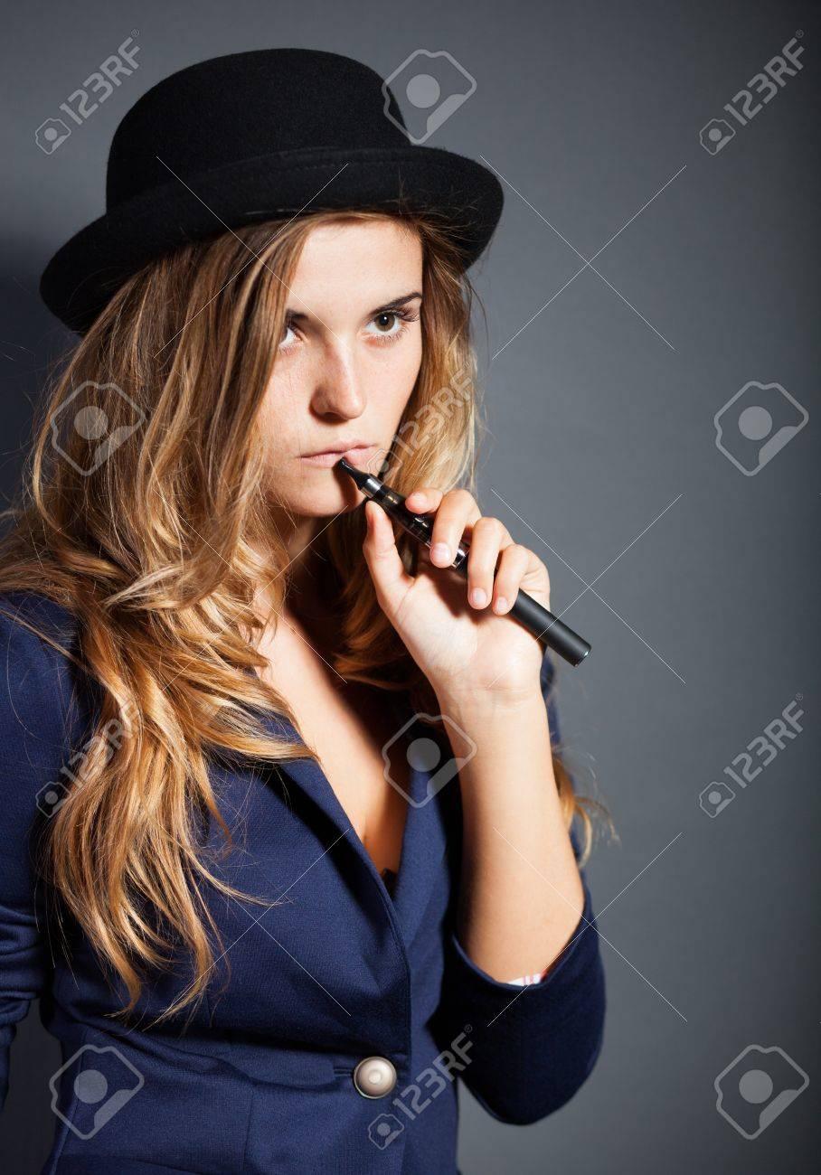 žena kouří
