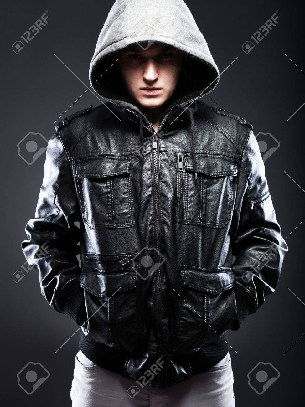 Obucite osobu iznad - Page 43 24811242-young-man-in-leather-jacket-with-a-hood-on-darkness-background