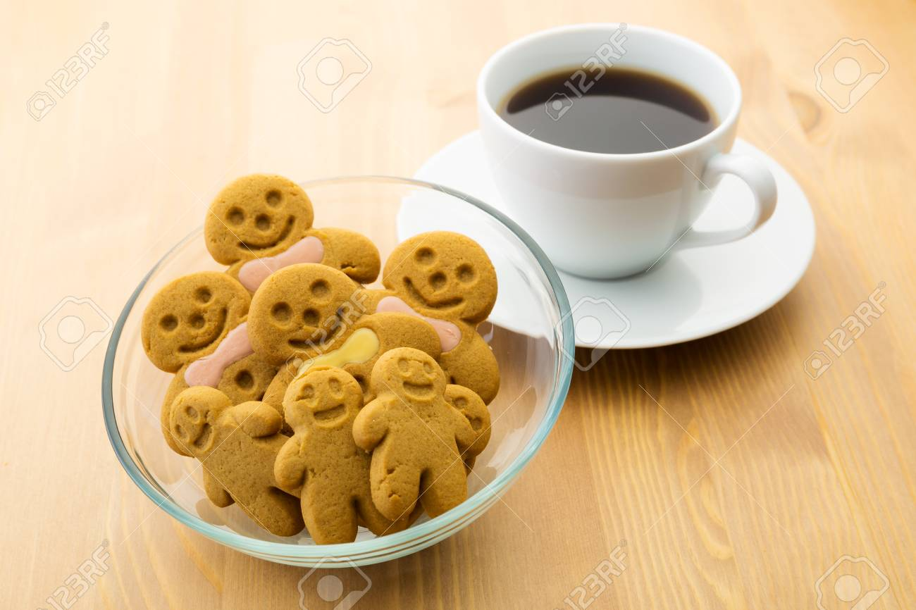 Gingerbread men and coffee Stock Photo - 24443254