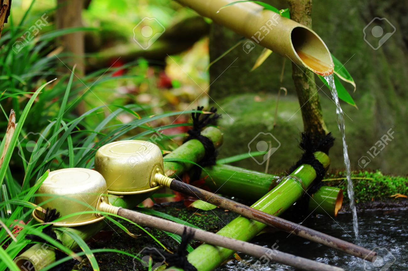 Bamboo water fountain with ladle in Japanese temple - 25963099