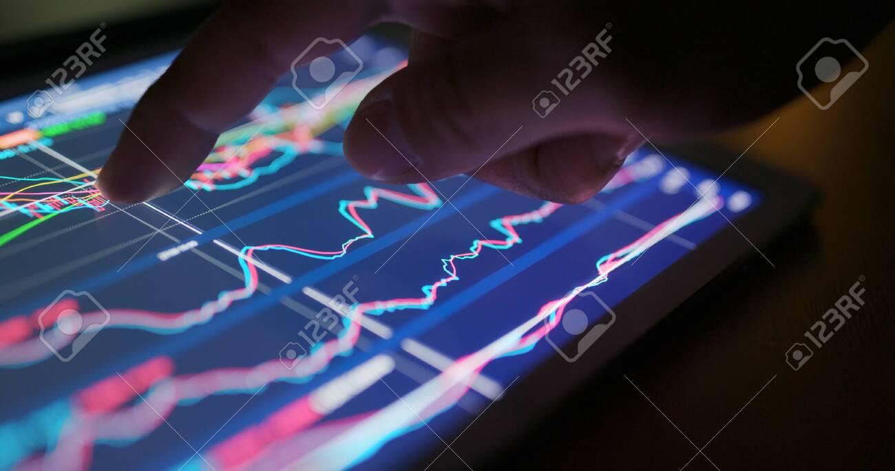 Stock market data graph on tablet - 120122816