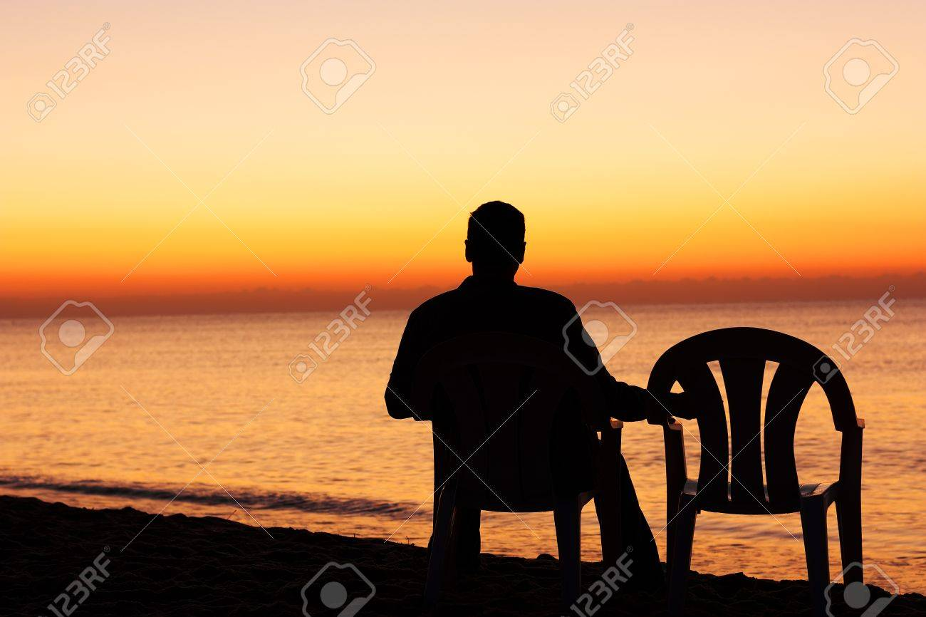 Man on chair alone - 41666559